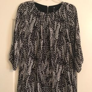 H&M mini Dress. feather pattern. Simple and cute.